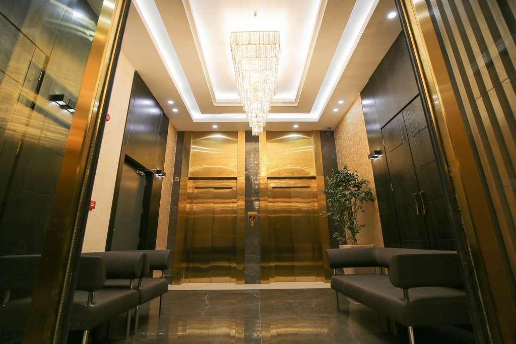 آسانسورهای همکف و لابی انتظار